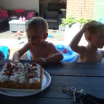 heerlijke taart eten met zn allen
