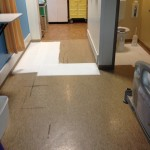 De vloer is afgedekt vanwege besmettings gevaar